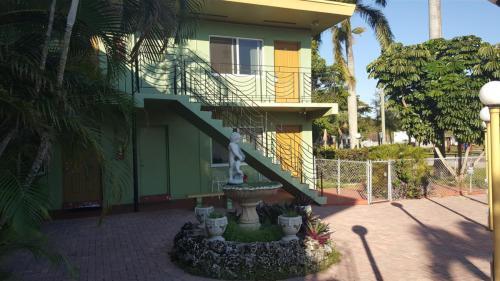 17190 S Glades Drive Photo 1