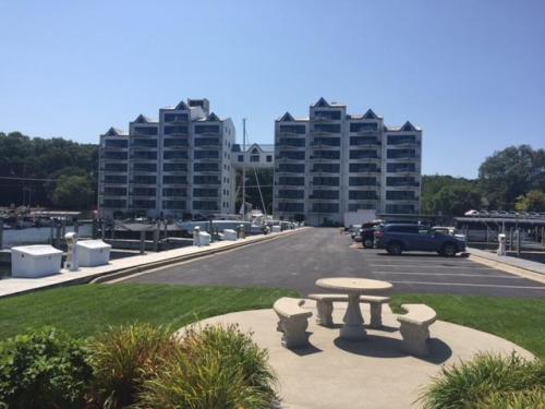 2964 Lakeshore Drive #W302 Photo 1