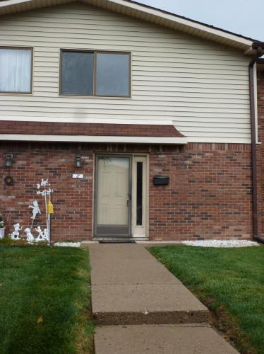 8 Greenwood Trail N Photo 1