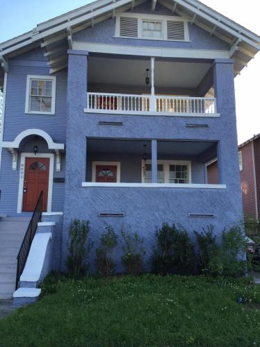 8002 S Claiborne Avenue Photo 1