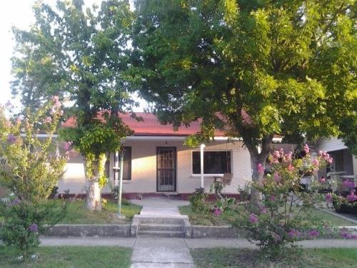 510 E Courtland Place Photo 1