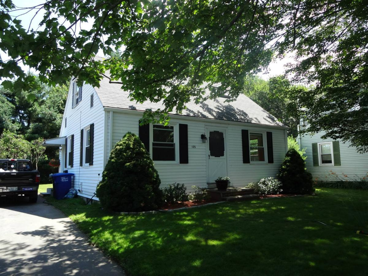 Brilliant 122 Boothby Avenue South Portland Me 04106 Hotpads Home Interior And Landscaping Palasignezvosmurscom