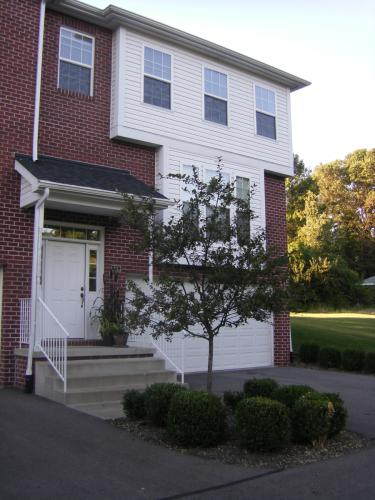 904 Lakeview Ct Photo 1