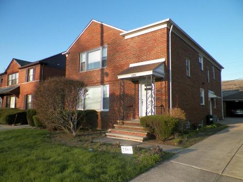 2395 Warrensville Center Road Photo 1