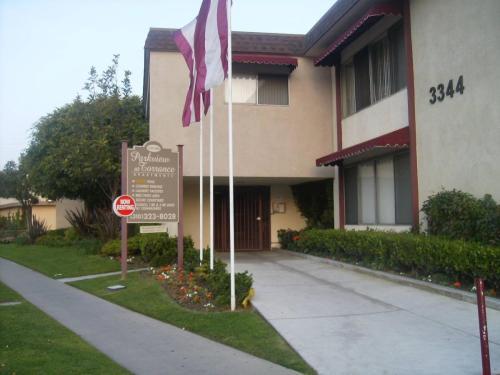 3344 Redondo Beach Boulevard Photo 1