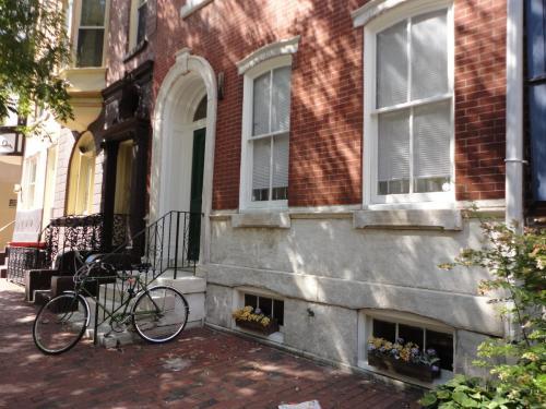 917 Spruce Street Photo 1
