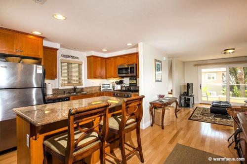 806 Liverpool Court Photo 1