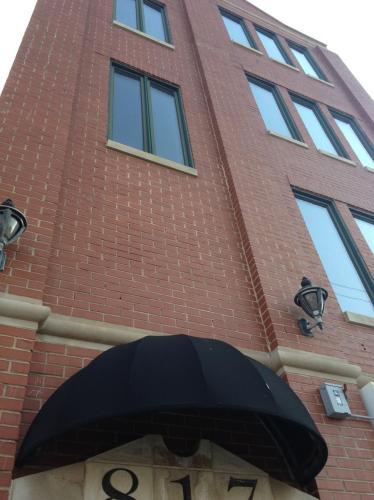 817 N Milwaukee Avenue #2 Photo 1