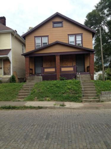 894 Carpenter Street Photo 1