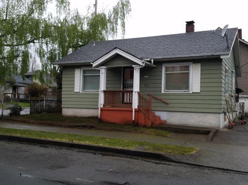 5303 N Borthwick Avenue Photo 1