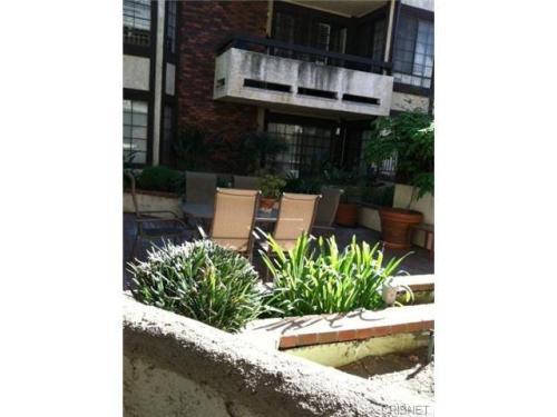 5534 Encino Avenue Photo 1