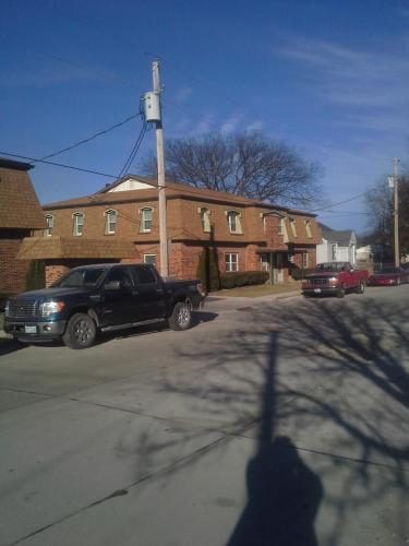 655 Portis Street Photo 1