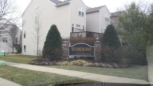 806 Stonehurst Court Photo 1
