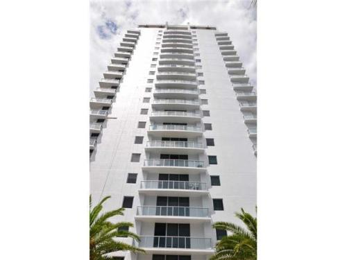 1060 Brickell Ave Photo 1
