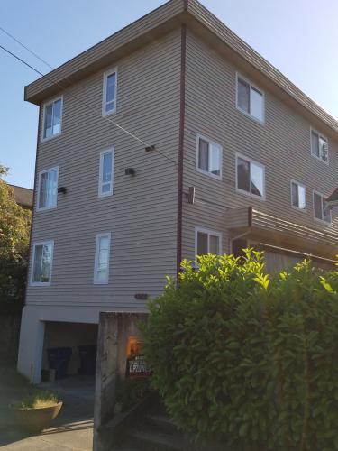 4259 Woodland Park Ave N #1 Photo 1