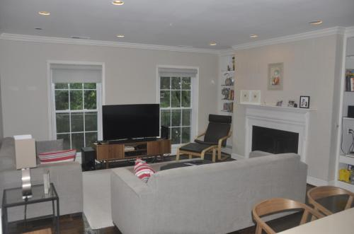 3283 Sutton Place NW #A Photo 1