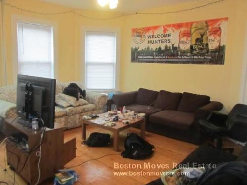 Huge 4 bed in Mission Hill! Massive living room... 2 Photo 1