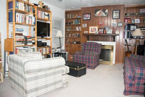 6457 Darwood Avenue Photo 1