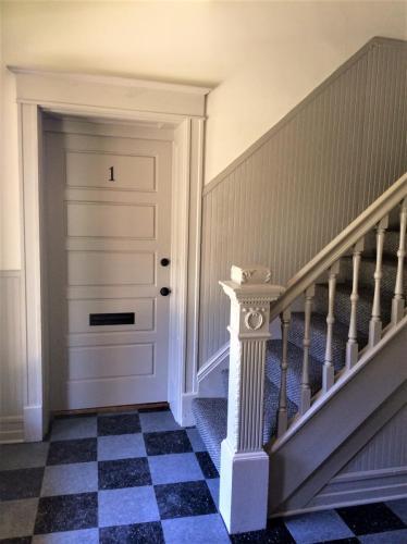 417 Kensington Court Photo 1