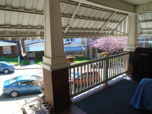 3914 Winterburn Avenue Photo 1