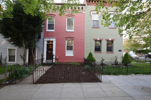1036 5th St NE TOWNHOUSE Photo 1