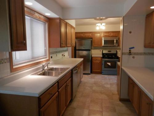 2s535 Lloyd Avenue Photo 1