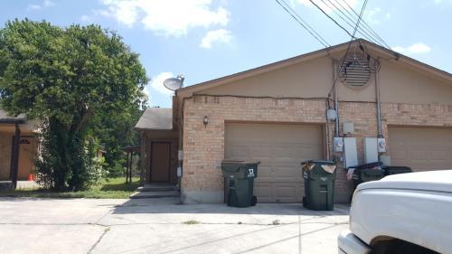 1306 N Bishop Street Photo 1