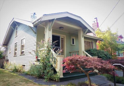 7911 Greenwood Avenue N Photo 1