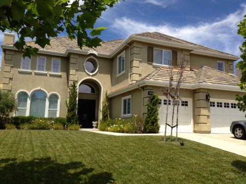 Executive home in gated & prestigous community ... Photo 1