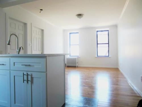 Huge 3 bedroom Minutes from Manhattan Photo 1