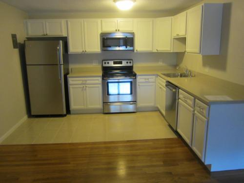 Spacious 2br!! Heat/Hot Water Included! Photo 1