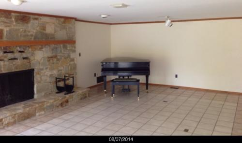 3 bed, 2176 sqft, $1,750 Photo 1
