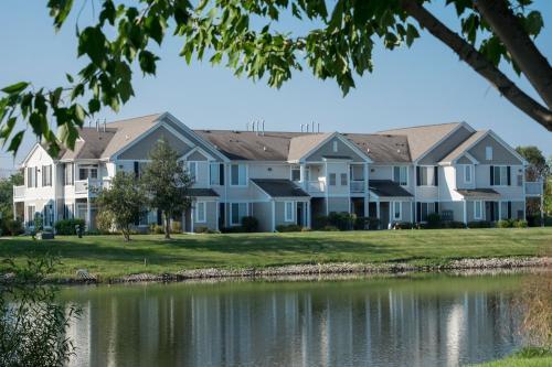 2023 Farmington Lakes Dr Apt 9 Photo 1