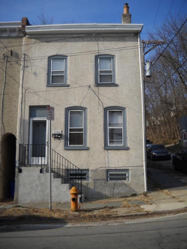 236 Leverington Avenue Photo 1