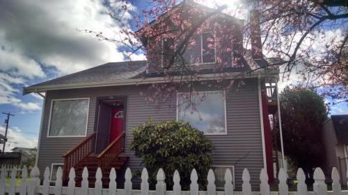 306 2nd Street NE #1 ROOM Photo 1