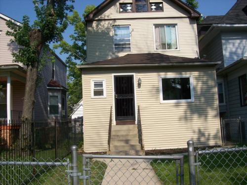 153 N Menard Avenue Photo 1
