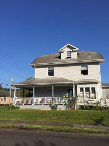 106 NE Garfield Street #3 Photo 1