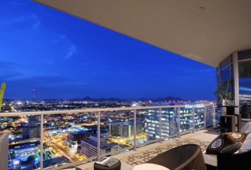 2 Bed Unit In Contemporary High-Rise Downtown Photo 1