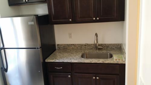 1 bedroom apartment in East Elmhurst D14 Photo 1