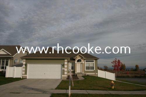 9204 N Oak Street Photo 1