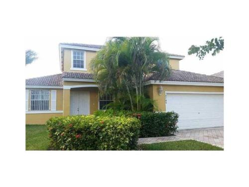 14740 SW 159th Place Photo 1