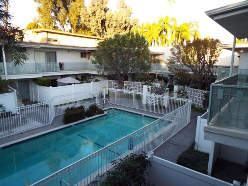 475 S Los Robles Avenue #10 Photo 1