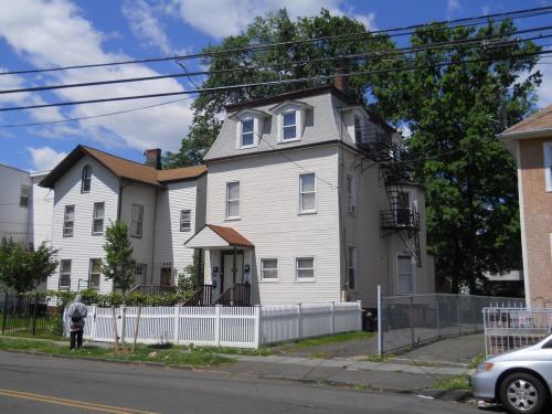 546 Jefferson Avenue Photo 1