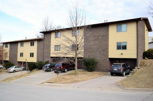 1015 Oakcrest Street Photo 1