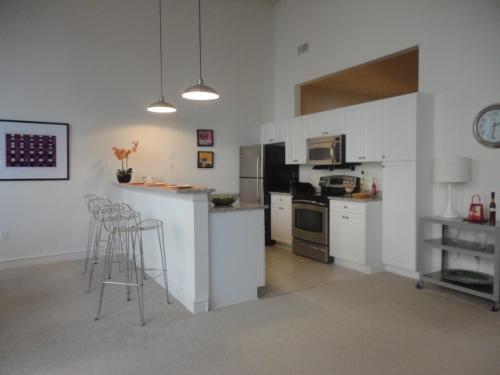 Stunning 1BR Loft w/ TONS of space 101 Photo 1