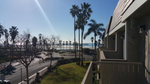373 E Surfside Drive Photo 1