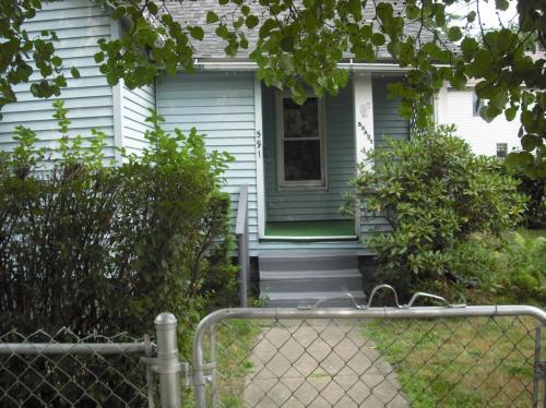 591 Brady Avenue Photo 1