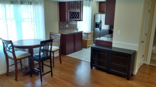 Walk To Red/Grn/Ylw Metro; W/D In-Unit; Yard & ... Apt 201 Photo 1