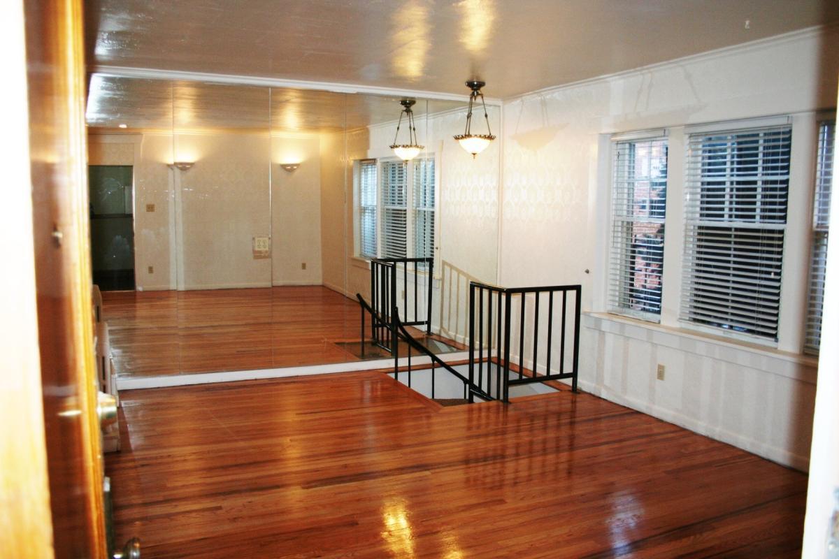 Upstairs Living 720 E 12th Avenue 3