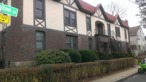 1 Washington Court Photo 1